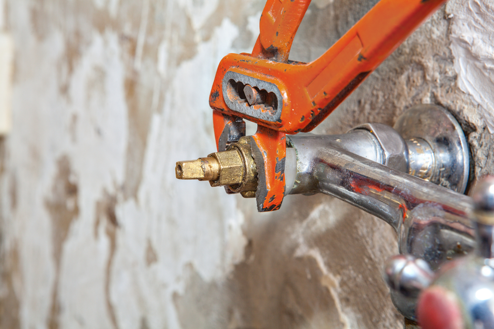 How to Replace Bathtub Faucet | Maggiescarf