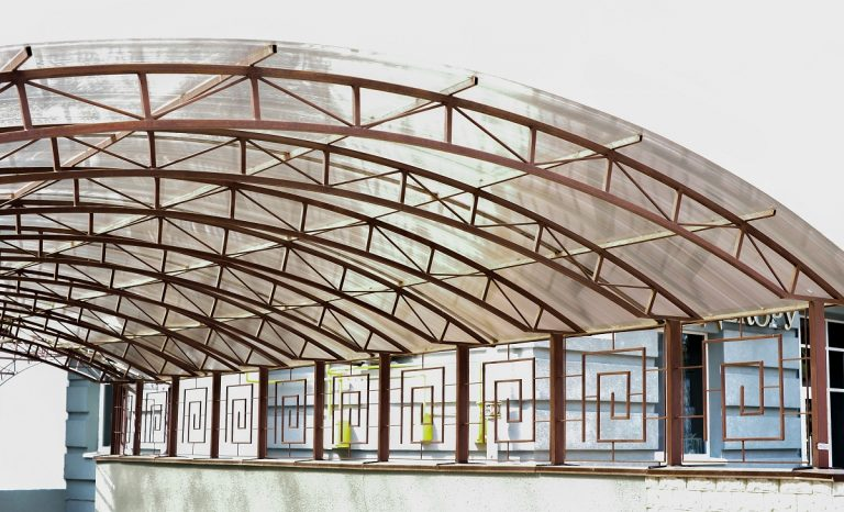 Polycarbonate roof with metal frame