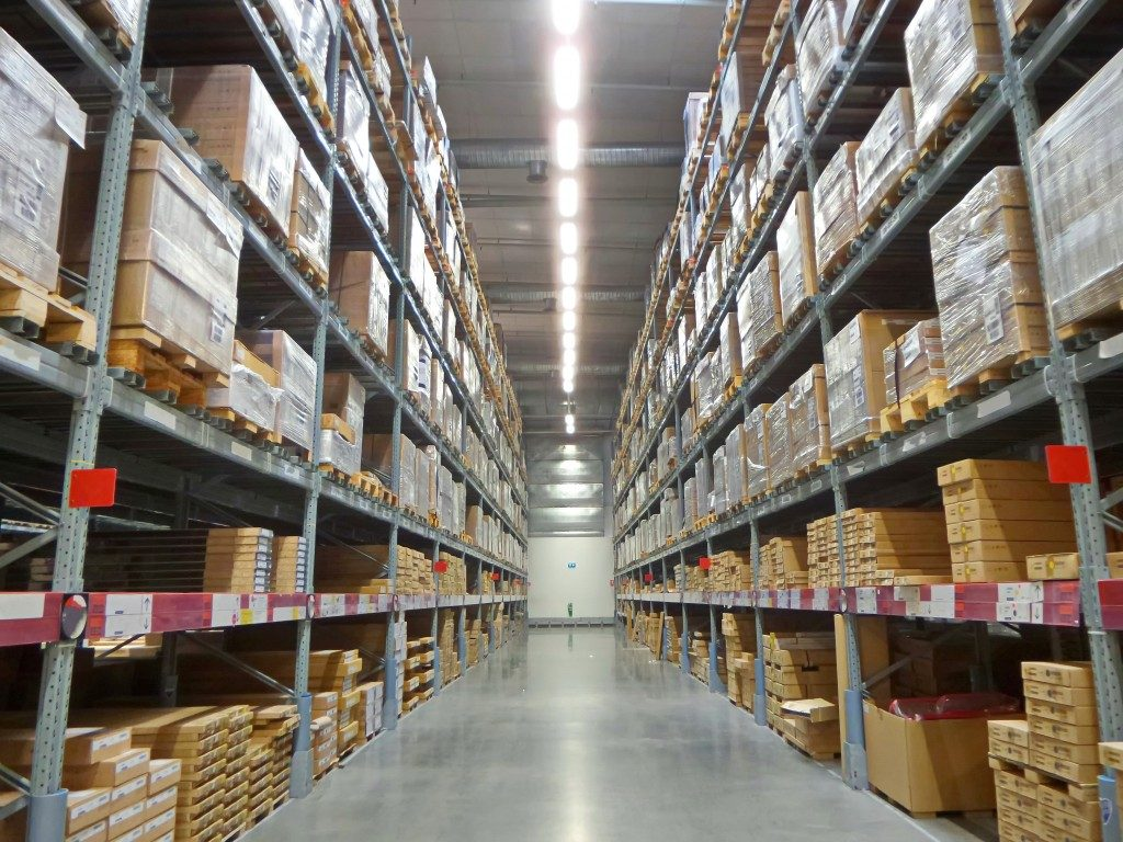 Warehouse inventory for shipping