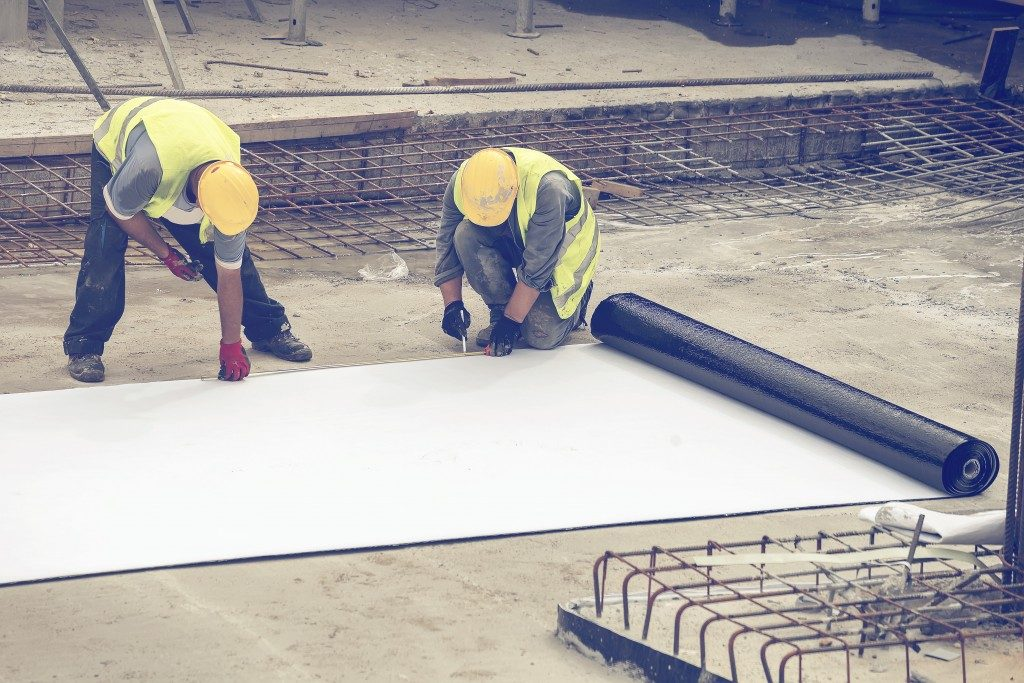 men laying concrete insulation