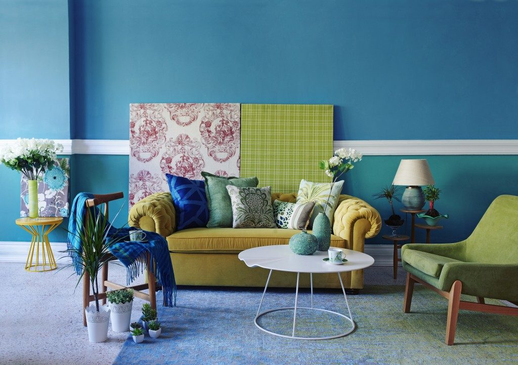 turquoise wall living room