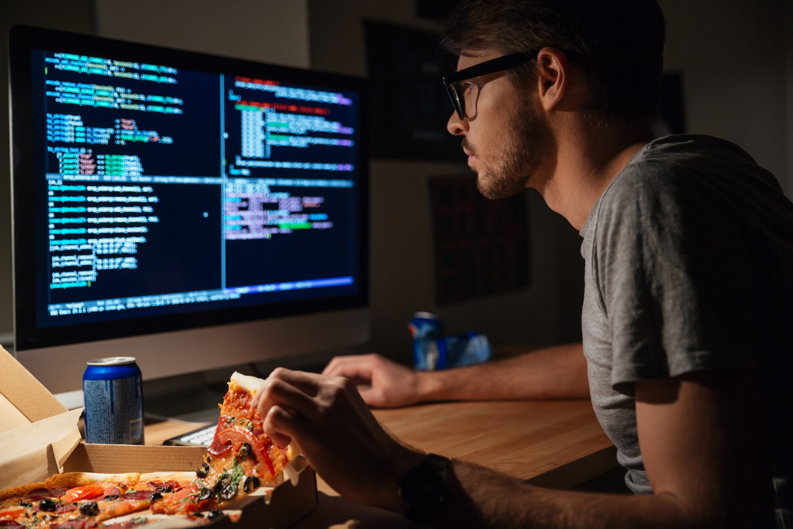 programmer working from while eating pizza