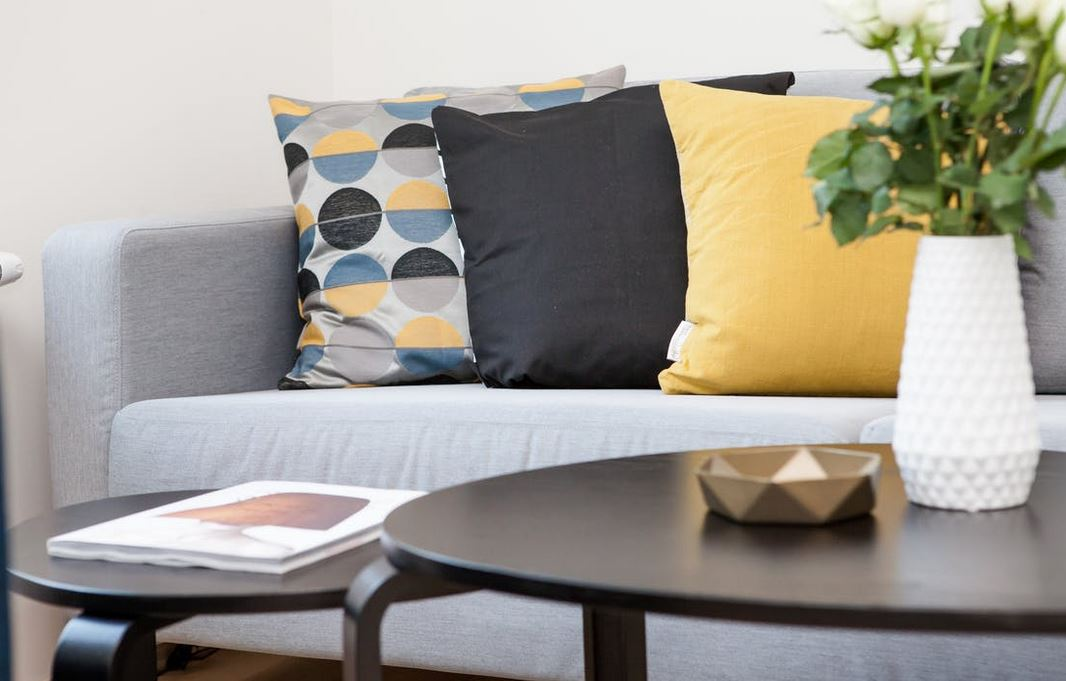 sofa-with-three-pillows